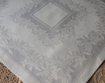 10 White Napkins / White Rayon Dinner Napkins / Napkins with Poinsettias / Rayon Damask Napkins / Table Linens / Dinner Napkins