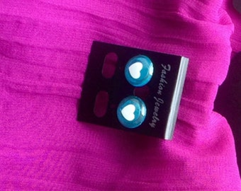 Valentine earrings glow in the dark