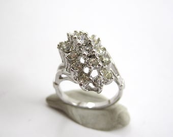 VINTAGE 18k HGE White Gold Rhinestone Cluster Ring Size 6.25 Costume Jewelry
