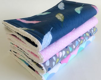 Baby Burp Cloths Set, Baby Shower Gift, New Mum gift, Girl burp cloth, Feather burp cloth, Nappy bag, Geometric burp cloth