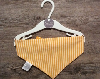 Scarf yellow stripe-peas bib