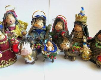 Rustic Christmas Nativity (8 Pieces)