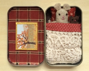 Autumn Mouse in Altoid Tin