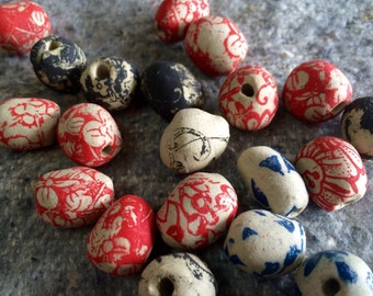 Set of 20 ceramic beads with red, black, blue flowers