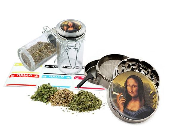 "Smoking Mona Risa - 2.5"" Zinc Alloy Grinder & 75ml Locking Top Glass Jar Combo Gift Set Item # G50-102615-7"