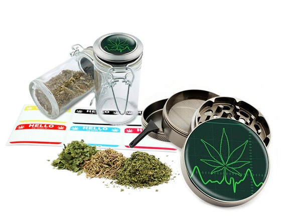 "Leaf Beat - 2.5"" Zinc Alloy Grinder & 75ml Locking Top Glass Jar Combo Gift Set Item # G50-102615-10"
