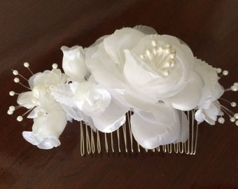 Bridal hair comb, wedding hairpiece, white silk roses comb, white bridal headpiece