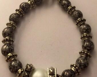 Black and white perl beaded bracelet