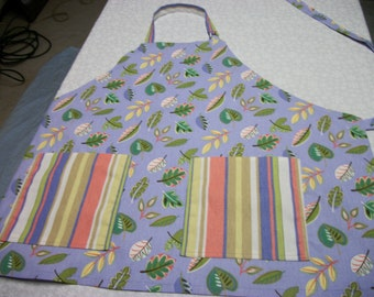Pale Periwinkle w/Leaves and vertical pockefs - Adult Apron
