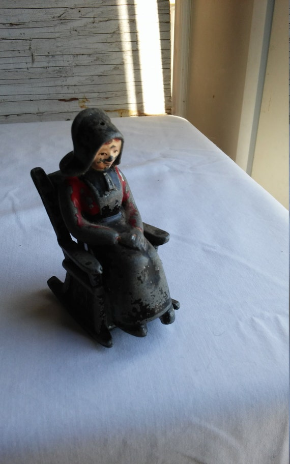 """Vintage 1960s Cast Metal Amish Woman Sitting in a Chair Salt&Pepper Shakers. 3 1/4"""" tall seated."""