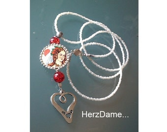 Queen - Queen of hearts playing card necklace