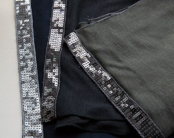 Thin scarf with sequins
