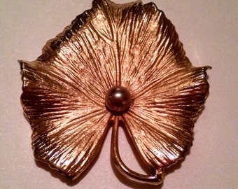 Gold Leaf Brooch with Pearl in Center