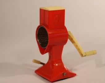 Vintage grinder grater retro kitchenware red SMW Klingenthal mid century 1970s 1960s German