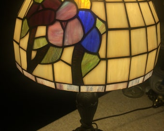 Vintage Tiffany style stained glass desk lamp Round and Beautiful Flowers