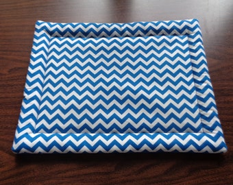 Blue and White Zig Zag Hot Mat