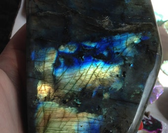 Labradorite (652.7 Grams,Self Standing)