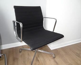 Vitra Eames Aluminium Chair EA 104