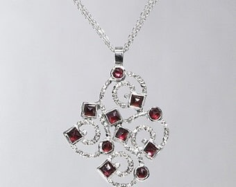 Silver Pendant with garnet SP171-4
