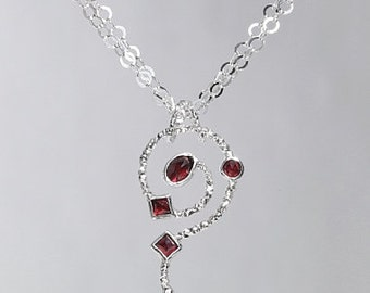 Silver pendant with garnet SP171