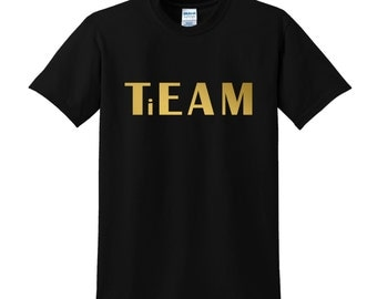 There's No 'I' In TiEAM T-shirt Funny Team Player Clothing GOLD Joke Sportswear