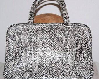 vintage vinyl bag, cosmetics bag, reptile look, snakeskin bag, travel bag, organizer 60s 70s