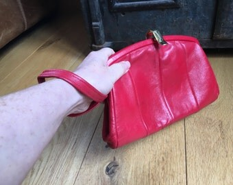 1970s 1980s Red Leather Jane Shilton Clutch Bag Purse With Wrist Strap