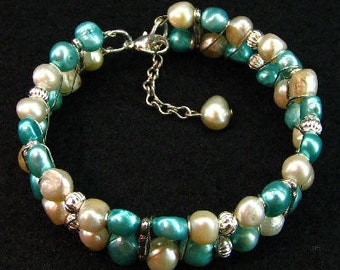 A Lovely Turquoise and White Pearl Bracelet