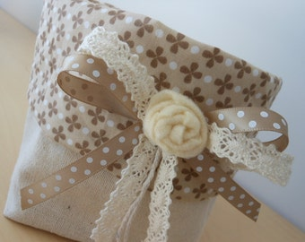 Fabric basket made entirely and sewn by hand, decorated with polka dot ribbon, beige lace and central rose made with pannolenci