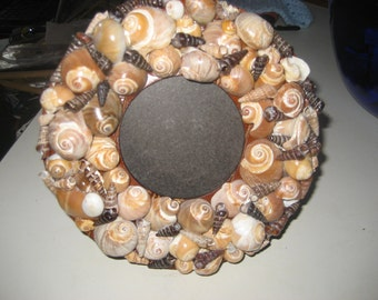 Round Shell Picture Frame