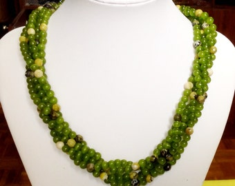 Green gem stone 5 threads necklace