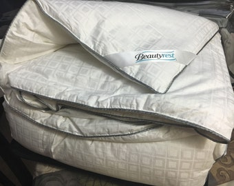 300-Thread Count White Down King Comforter 550 Fill Power