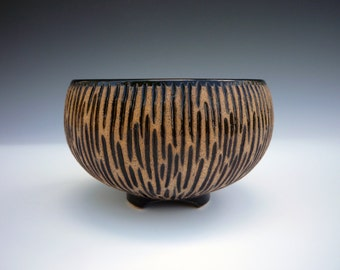 Black and tan carved cereal bowl 6 x 3 1/2 in