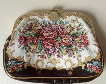 Embroidered pointe purse.