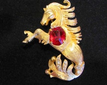 Spectacular EISENBERG Signed Sea Horse Wild Mustang Red Rhinestone Jelly Belly Gold Tone Stallion Rare Costume Jewelry