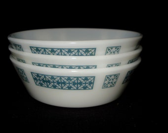 Set of 3 Pyrex Cereal Dishes