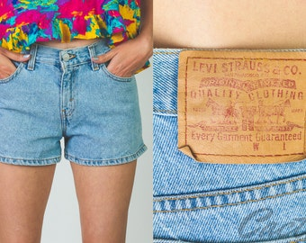 Vintage 1990's Levis high waisted denim shorts // jean shorts