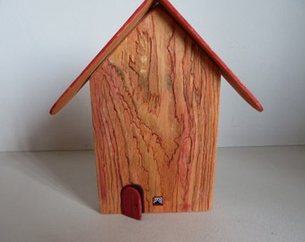 Little wooden houses. Handmade and delightful tiny houses as a housewarming gift or to keep for yourself... on their own or make a village !