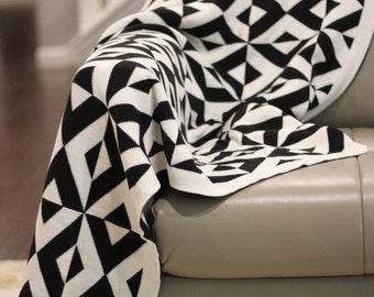 Cotton throw blanket - Reversible - Sveda Collection by Pink Lemonade - Black or white