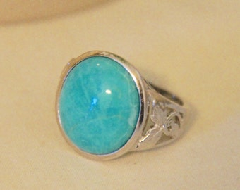 Turquoise Statement ring set in 925 silver, ring size 7.25