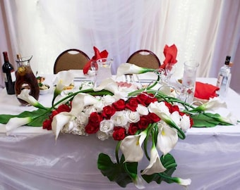 Red and white floral sweetheart table centerpiece