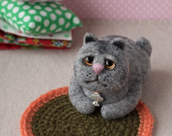 Cat Felted toy cat toy cat lover toy Cute cat gray cat Needle felted animal Wool toy Сollectible cat Gray cat Big eyes Serious