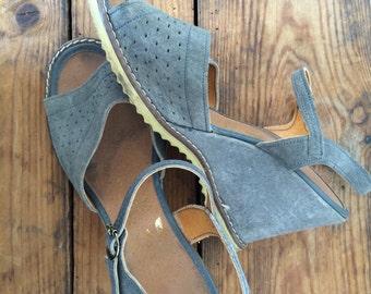 vintage. 1970s peep toe wedge heels