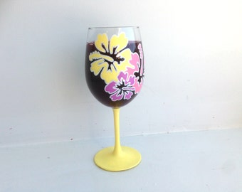 Yellow Hawaiian Flower Glass, Hibiscus Wine Glass, Flower Wine Glass, Gift for Mom, Mother's Day Gift, Hand Painted, Wine Glass, Wine Lover