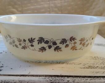 Vintage pyrex #032 Cinderella gold leaf acorn 2 1/2 quart casserole dish