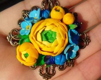 bright flower pendant