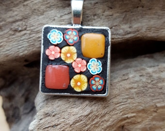 Mosaic Pendant Necklace Flower