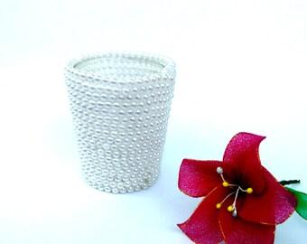 White pearl vase pen holder