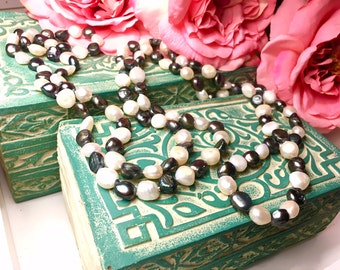 Black and White Potato Rope Pearl Necklace
