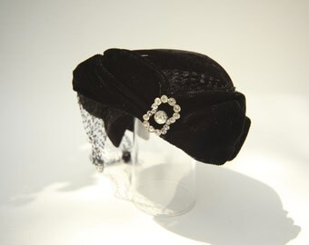 VINTAGE   Marshall Fields Formal Headpiece Hat with Veil and Brooch